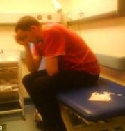 Мужчина умирал перед дверью врача из-за отказа принять его без очереди