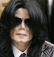 Поклонники Майкла Джексона заполняют улицы