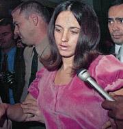 Последовательница маньяка, убившая беременную жену режиссера Романа Полански, умерла