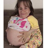 Кроха-мать 70-ти см роста рожает одного за другим. Фото