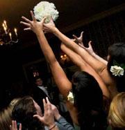 Смешные свадебные традиции мира. Фото