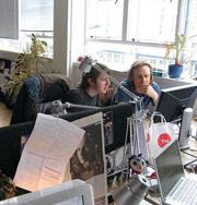 Улучшить осанку работников офиса поможет видеокамера