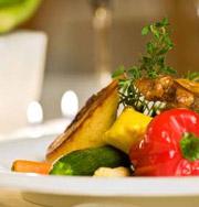 Люди готовят здоровую пищу, чтобы сбросить вес