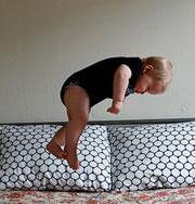Летающий ребенок — необычные фотографии. Фото