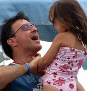 Женщина родила раньше срока, чтобы отец увидел дочь