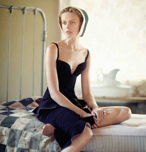 Фрида Густавссон в образе женщины из общины амишей: иная жизнь. Фото