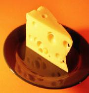 Чеддер назвали самым полезным из сыров