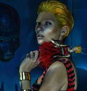 Кейт Мосс и Alexander McQueen представили космическую линию моды. Фото