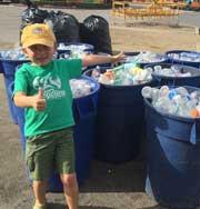 Мальчик в 7 лет заработал деньги на… мусоре. Фото