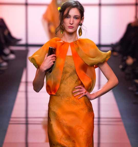 Неделя высокой моды в Париже: жизнерадостная коллекция Armani Privé. Фото