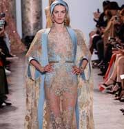 Неделя высокой моды в Париже: женственная коллекция в бежево-голубых тонах от Elie Saab. Фото