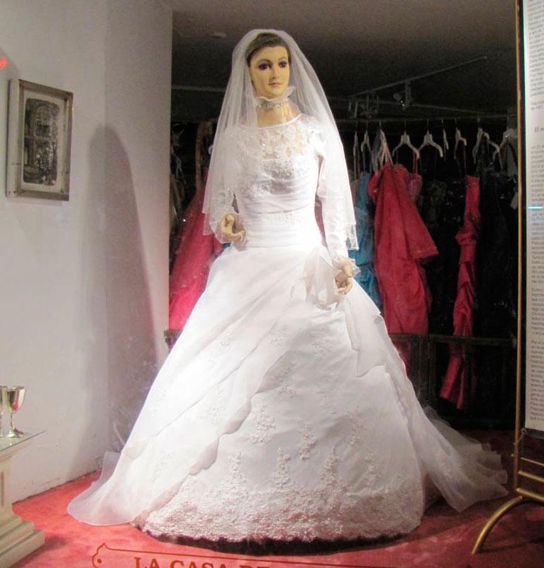 Магазин свадебных платьев мертвой невесты. Фото