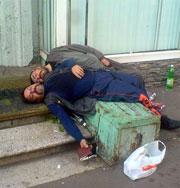Алкоголиков в запое часто лечат мошенники