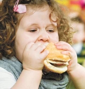 Дети, которых родители считают толстыми, чаще поправляются