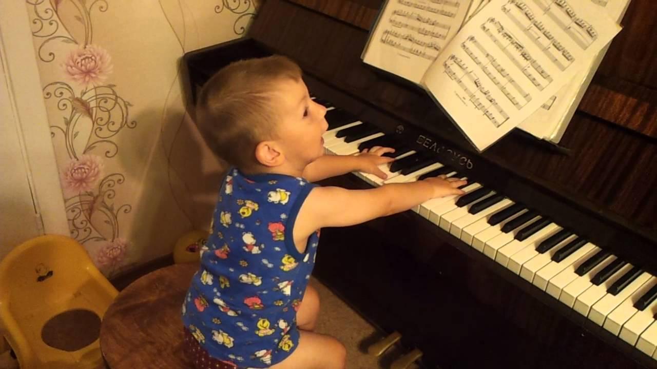Игра на фортепиано помогает развивать речь у детей