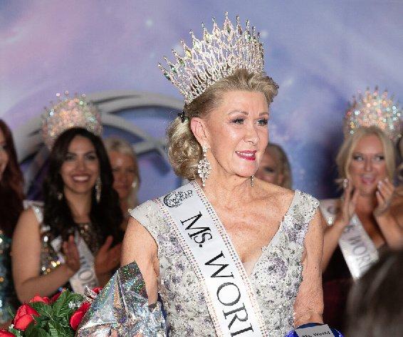 В 60 лет женщина выиграла конкурс красоты