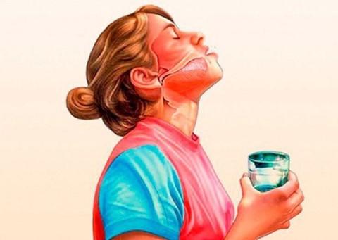Как правильно полоскать горло?