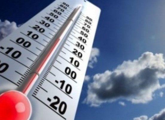 Дольше всего коронавирус живет при температуре 4℃ и умирает за 5 минут при 70℃
