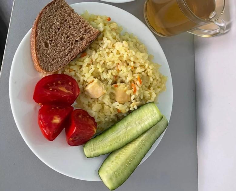 Чем кормят детей в украинских школах?